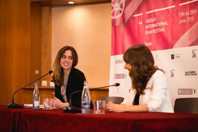 Azucena Garanto, introduciendo a Paula Ortiz, durante la rueda de Prensa.