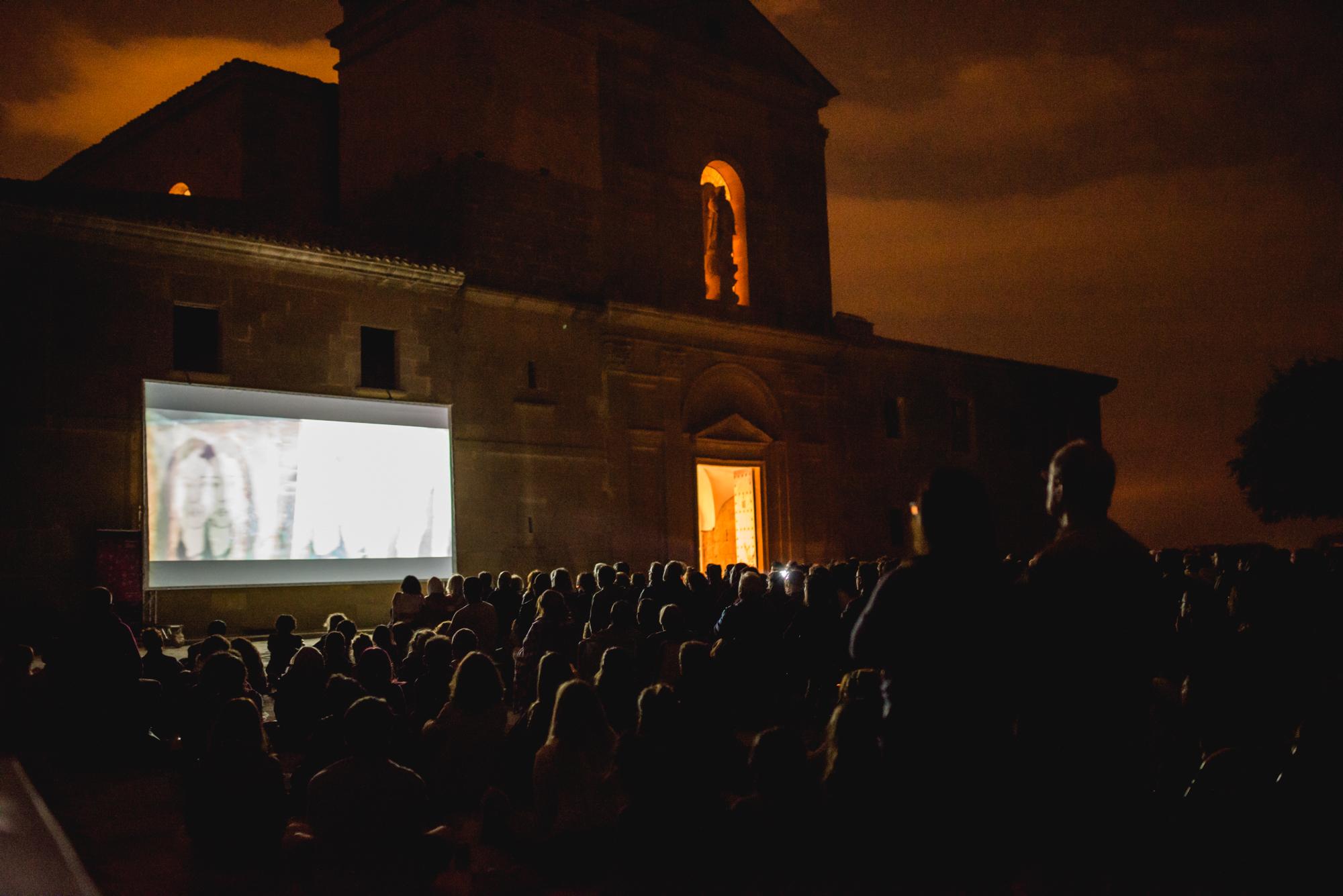 La Ermita de Loreto acogío la proyección de La Novia (Autor-Jorge Dueso)
